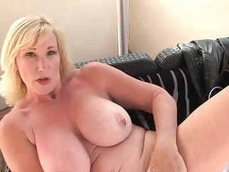 Mature sex bomb with amazing body amateur bbw mature video